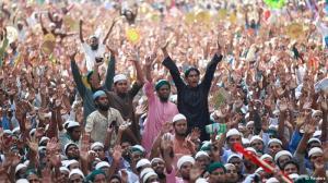 Hifazat chanting slogans
