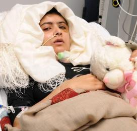 Malala-Yousafzai-in-London-Hospital-2