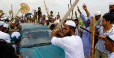 Islami andolon activists in action