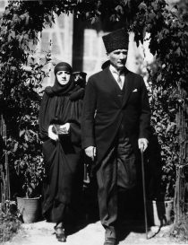 Mustafa_Kemal and wife
