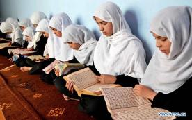 girls-reading-quran-during-ramadan