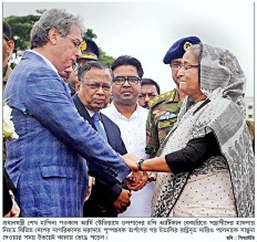 PM shares the grief with Italian envoy Kalerkantho - Copy